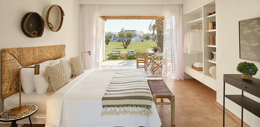 01-Casa-Grande-Garden-View-Family-Room-Casa-Marron