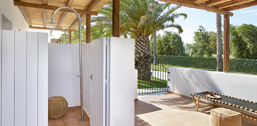 02-Casa-Marron-Bungalow-External-Shower