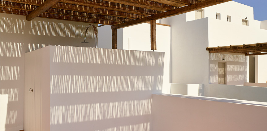 07-Oliva-Bungalow-with-External-Shower-Casa-Marron-Resort