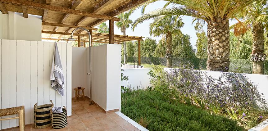 08-External-Shower-Casa-Marron-all-inclusive-hotel-Peloponnese