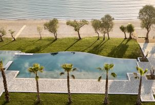 01-beachfront-pool-landscape-overlooking-the-sea