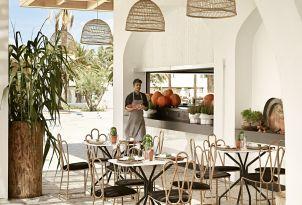10-Dine-below-the-half-sunny-half-shaded-terrace