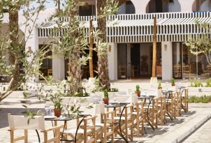 12-Dine-under-the-greek-sun-and-indulge-in-the-sunlight
